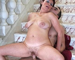 Clitoris electrical stimulation